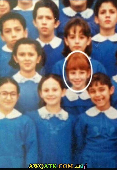 التشين سانجو وهي طفلة في المدرسة