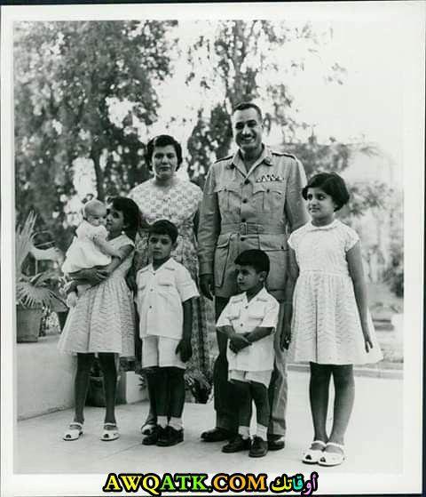 جمال عبد الناصر وزوجته وأولاده