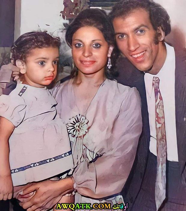 آيتن الموجي وهي صغيرة مع والدها